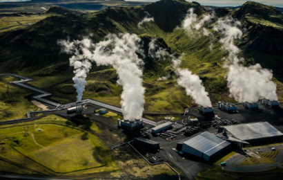 Verdens største fabrik til at trække CO2 ud af luften og lagre det dybt under jorden er lige startet på Island