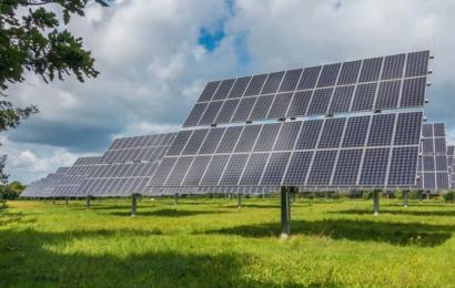 Skiftet til grønnere energiformer går hurtigere end forventet, men 3 grader varmere fremtid venter